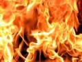 Спасатели ликвидировали крупный пожар на Подоле, предотвратив взрыв баллонов с газом