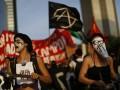 В Бразилии тысячи людей протестовали против повышения тарифов на проезд
