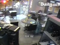 Опубликовано видео расстрела посетителей ресторана в Париже