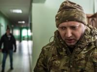 Турчинов возил с собой автомат во время президентских выборов