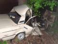 На Киевщине три человека погибли при столкновении легковушки с деревом