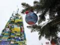 Евромайдан в ФОТО: пока елки наряжают, Беркут мерзнет