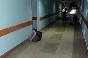 В Киеве мужчина зашел в больницу погреться и украл телевизор