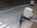 В Никополе 12-летний подросток попал под колеса авто: Жуткое видео
