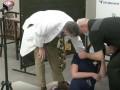 Медсестра упала в обморок в прямом эфире после вакцинации от COVID-19