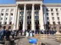 Утро после трагедии: В Одессе убирают Куликово поле
