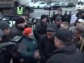"""""""Ганьба"""": На нардепа Беленюка возле Рады напали протестующие"""