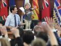 Премьер-министр Канады пришел на работу с трехлетним сыном