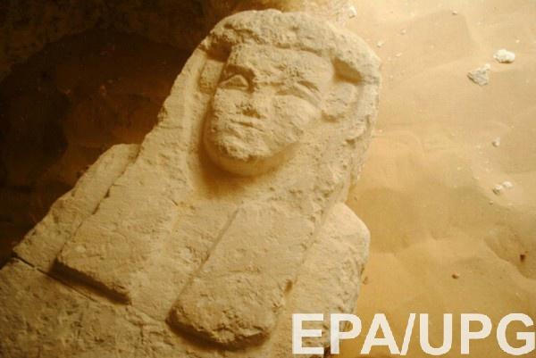 В гробницах нашли несколько каменных саркофагов