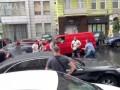 Мужчину, прыгнувшего на капот машины Порошенко, допросила полиция