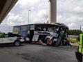 В Испании автобус врезался в мост: пять погибших
