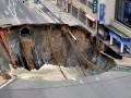 Появилось видео, как улица в Японии провалилась в бездну