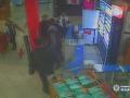 В Киеве трое мужчин до реанимации избили охранника магазина