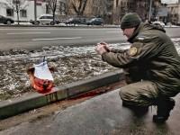 К посольству РФ в Киеве принесли голову свиньи