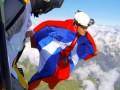 Смерть в полете: обнародовано ВИДЕО трагического полета парашютиста