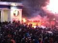 Штурм на Грушевского: драки, огнетушители, дым и побитый Кличко (ХРОНИКА)