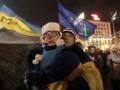 Баррикады в Киеве: Центр перекрыт, а на Майдане танцуют под Руслану