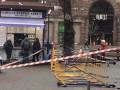 В Крещатике на женщину упала строительная конструкция