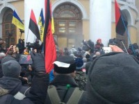 Сторонники Саакашвили штурмовали Октябрьский дворец