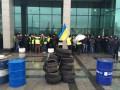 Автомайдан принес шины под стены Министерства инфраструктуры