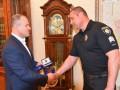 В Одессе наградили копа, спасшего женщину от изнасилования