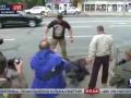 Под посольством РФ в Киеве избили человека