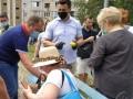 Взрыв в Киеве: Тищенко привез пострадавшим лимоны