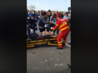 В Румынии авто влетело в людей в торговом центре