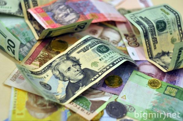 Курс доллара продолжает активно расти