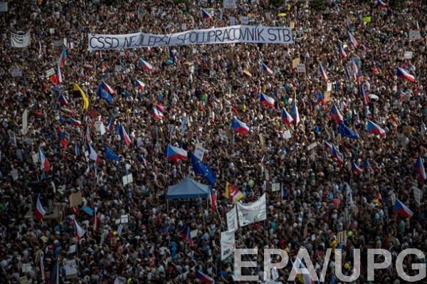 В Праге прошла крупнейшая за несколько десятилетий антиправительственная акция протеста