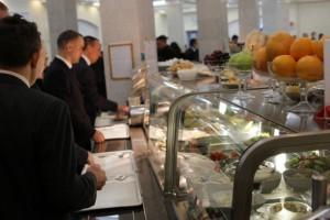 Дешево и не сердито: Депутат показал цены в столовой Верховной Рады