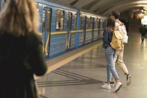 Жетоны в киевском метро: Сколько людей ими пользуется