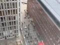 Опубликовано первое видео наезда грузовика в Стокгольме