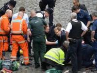Теракт в Лондоне: депутат пытался спасти раненого офицера: фото