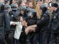 Девушку с популярного фото протестов в Москве оштрафовали