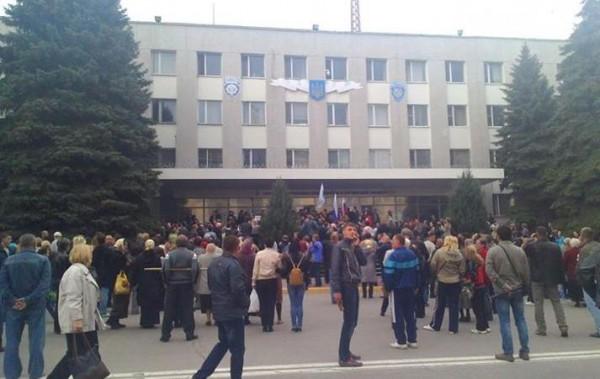 В Луганске продолжают захватывать админздания