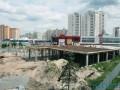 На Позняках в котлован провалился тротуар (фото, видео)