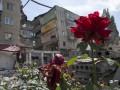 В разрушенной Николаевке разгребают завалы и хоронят погибших (фото)