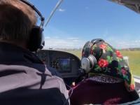 90-летняя баба Рина из Закарпатья села за штурвал самолета: видео