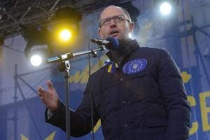 Яценюк: Янукович хочет ввести в Украине чрезвычайное положение