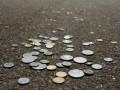 Курс наличного доллара откатился на копейку, евро - укрепился