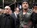 На пропутинских байкеров в Москве напали на броневике