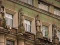 С фасадов старинных домов в центре Киева пропали древние статуи