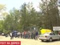 Жители Киевской области перекрыли дорогу возле гранитного карьера