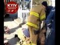 В Киеве из канализации вытащили голого мужчину