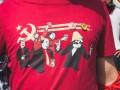 Жителя Львова накажут за серп и молот на футболке