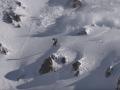 Появилось видео, как лавина догоняла сноубордиста