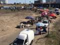 На месте скандальной стройки на Осокорках вместо сквера появился стихийный базар