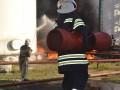 В зоне взрыва на нефтебазе под Киевом ищут двух пожарных