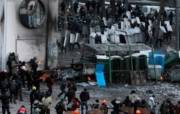 На Майдане усилили охрану баррикад со стороны Европейской площади